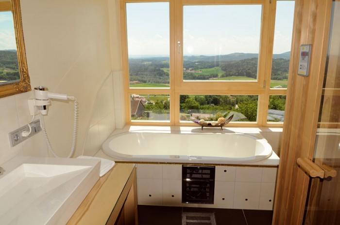 Panorama Suite mit Whirlpool im Thula Wellnesshotel