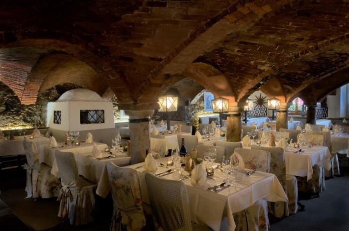 Gewölberestaurant im Hotel Gut Schmelmerhof im Bayerischen Wald