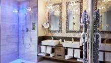 """Das exklusive Badezimmer der """"...schau Ludwig"""" Suite im Hotel König Ludwig in Schwangau"""