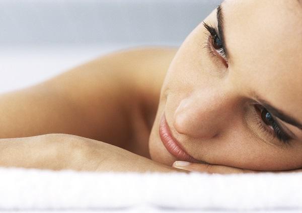Entspannte Frau in einem Wellness-Hotel | Foto: colourbox.com