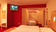 Romantische Whirlpool Suite im Heikotel - Hotel Windsor in Hamburg