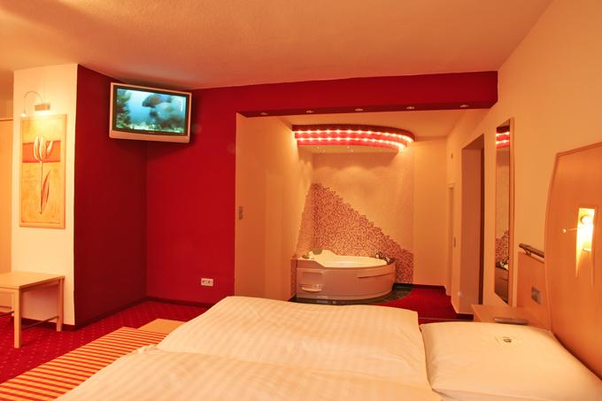 Romantische Whirlpool Suite im Heikotel - Hotel Windsor in Hamburg