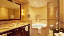 Badezimmer der Captain's Suite in der Yachthafenresidenz Hohe Düne