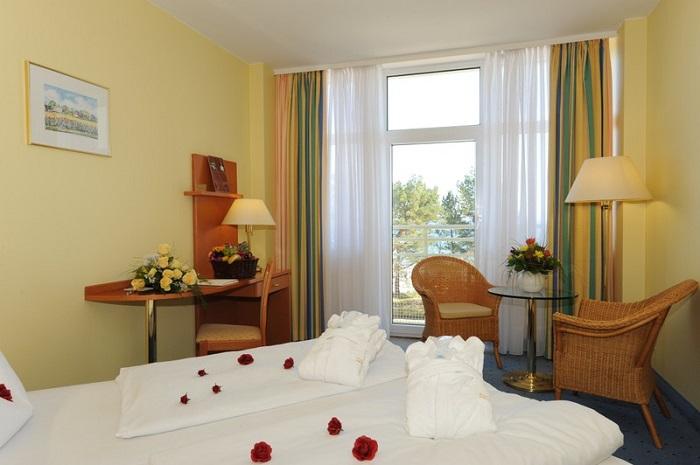 Doppelzimmer mit Blick aufs Meer im Arkona Strandhotel im Ostseebad Binz auf Rügen