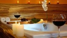 Whirlwanne in der Love Suite im SORAT Hotel Ambassador